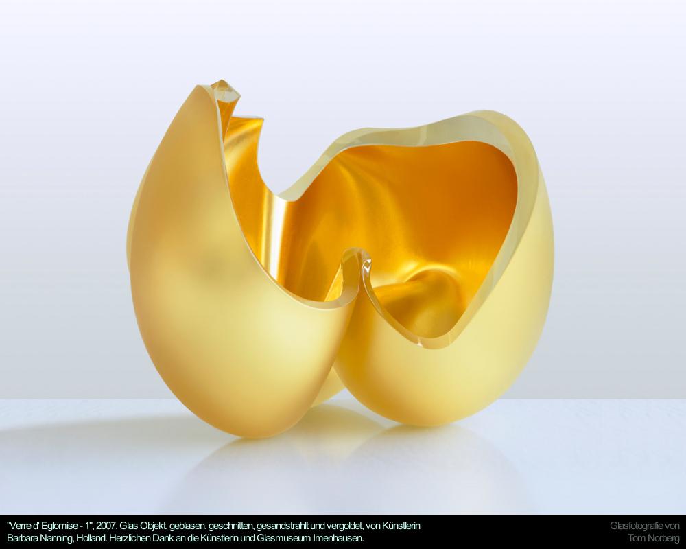 """""""Verre d' Eglomise - 1"""", 2007, Glas Objekt, geblasen, geschnitten, gesandstrahlt und vergoldet, von Künstlerin Barbara Nanning, Holland. Herzlichen Dank an die Künstlerin und Glasmuseum Imenhausen."""