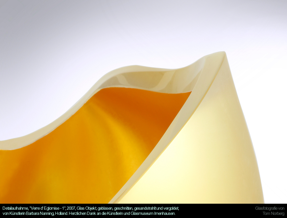 """Detailaufnahme, """"Verre d' Eglomise - 1"""", 2007, Glas Objekt, geblasen, geschnitten, gesandstrahlt und vergoldet, von Künstlerin Barbara Nanning, Holland. Herzlichen Dank an die Künstlerin und Glasmuseum Imenhausen."""